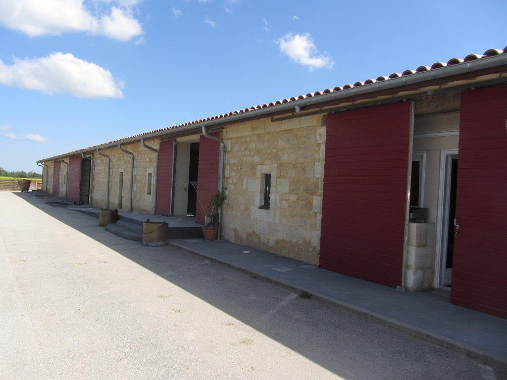 Domaine-de-vallier-sas-calvet-restructuration-et-extension-de-bâtiment